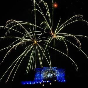 société LOISIRS EVENTSphoto chateau de la chaux montgros sallèdes photographie photographe Serge Decoster photos feux artifice