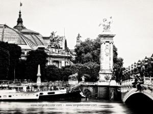 - paris photographie noir et blanc - le pont Alexandre III - Le Grand Palais